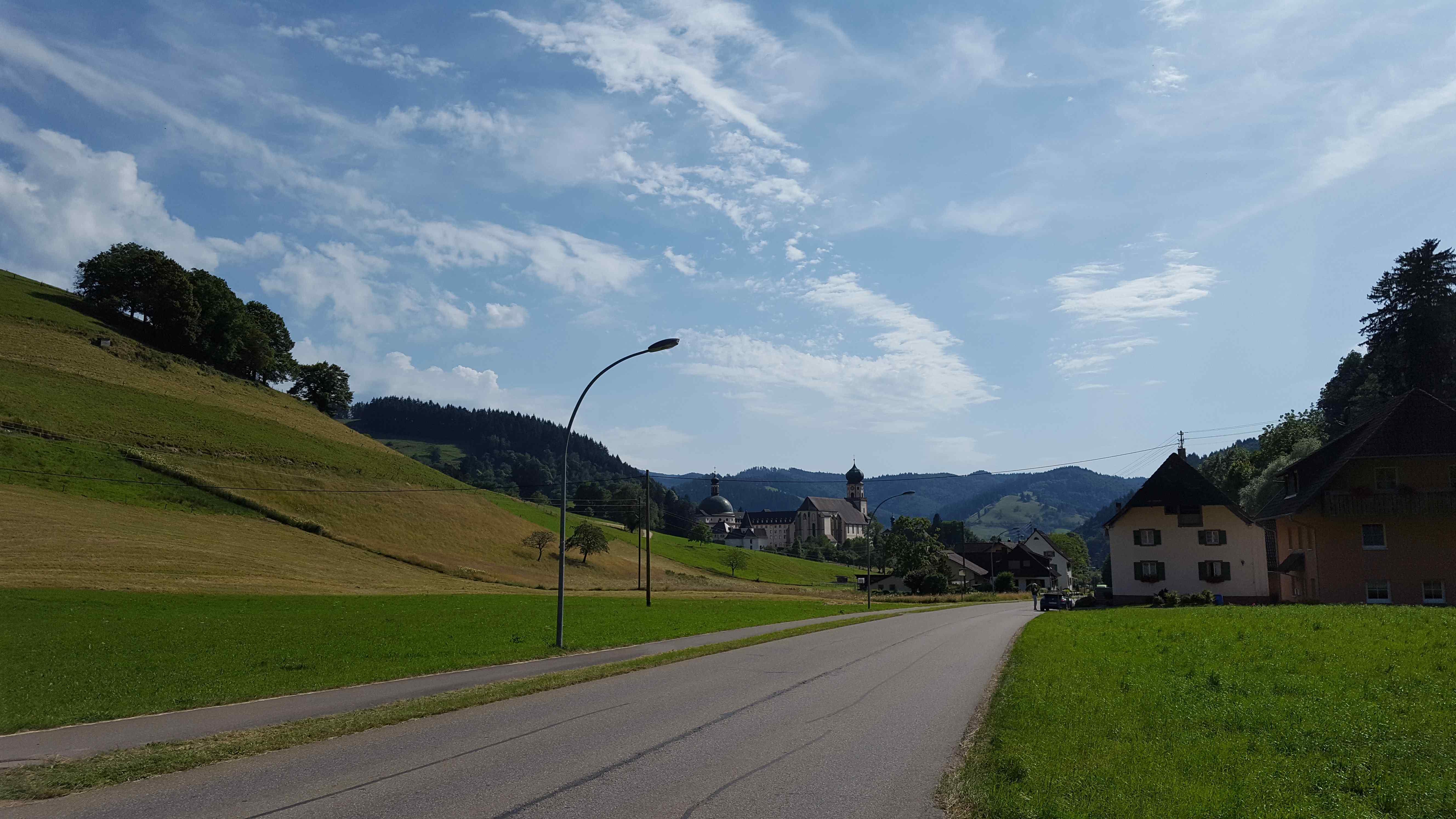 Benediktinerkloster St. Strudbert, Blick von der Hauptstraße Münstertal