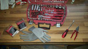 Schlüsselsatz, Handschuhe, Schraubendreher, Zange, Bremsbeläge