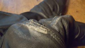 Verschleißspuren an der Lederhose