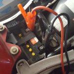 Motorradbatterie überbrücken