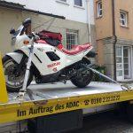 motorrad_auf_abschlepper
