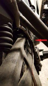 Scottoiler Förderschlauch: mit Kabelbinder befestigt