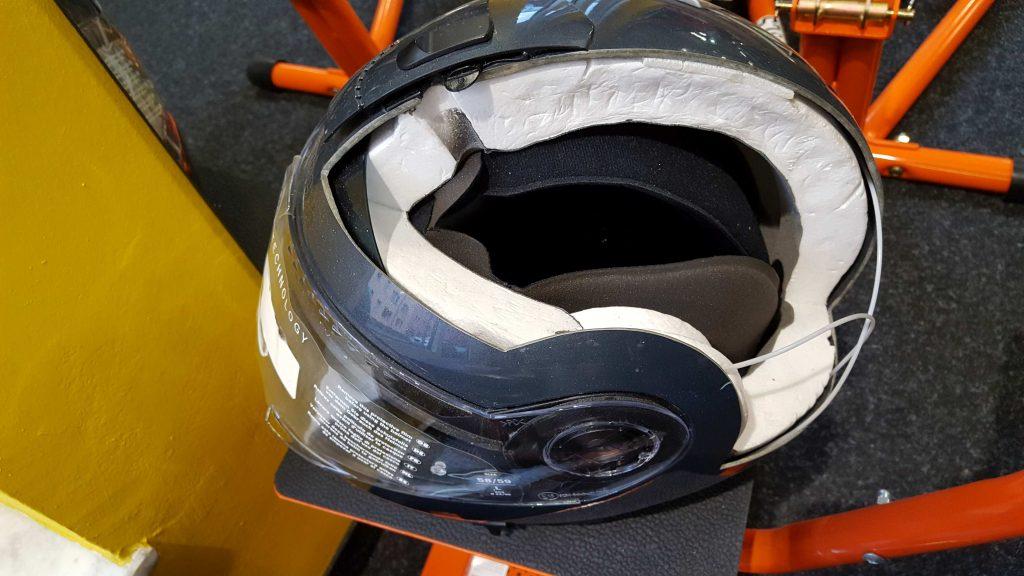 Motorradhelm, aufgeschnitten