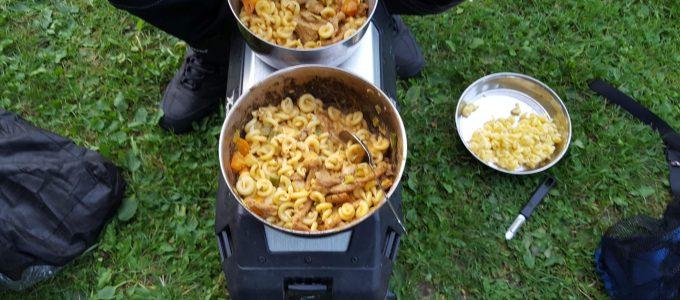 Selbstgekochtes Menü auf dem Campingplatz
