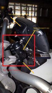 Die komplette Navi-Halterung am Motorrad