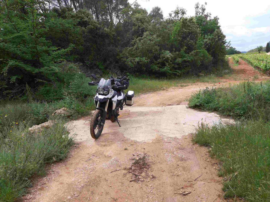 Motorrad auf Sandpiste