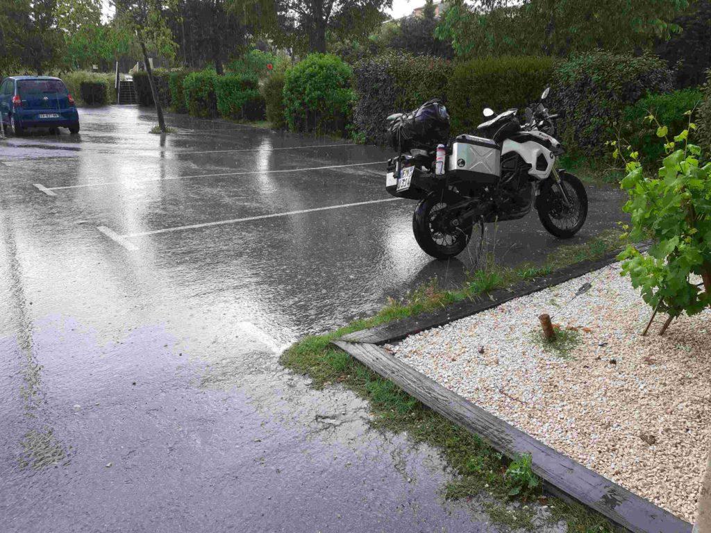 Parkplatz im Regen