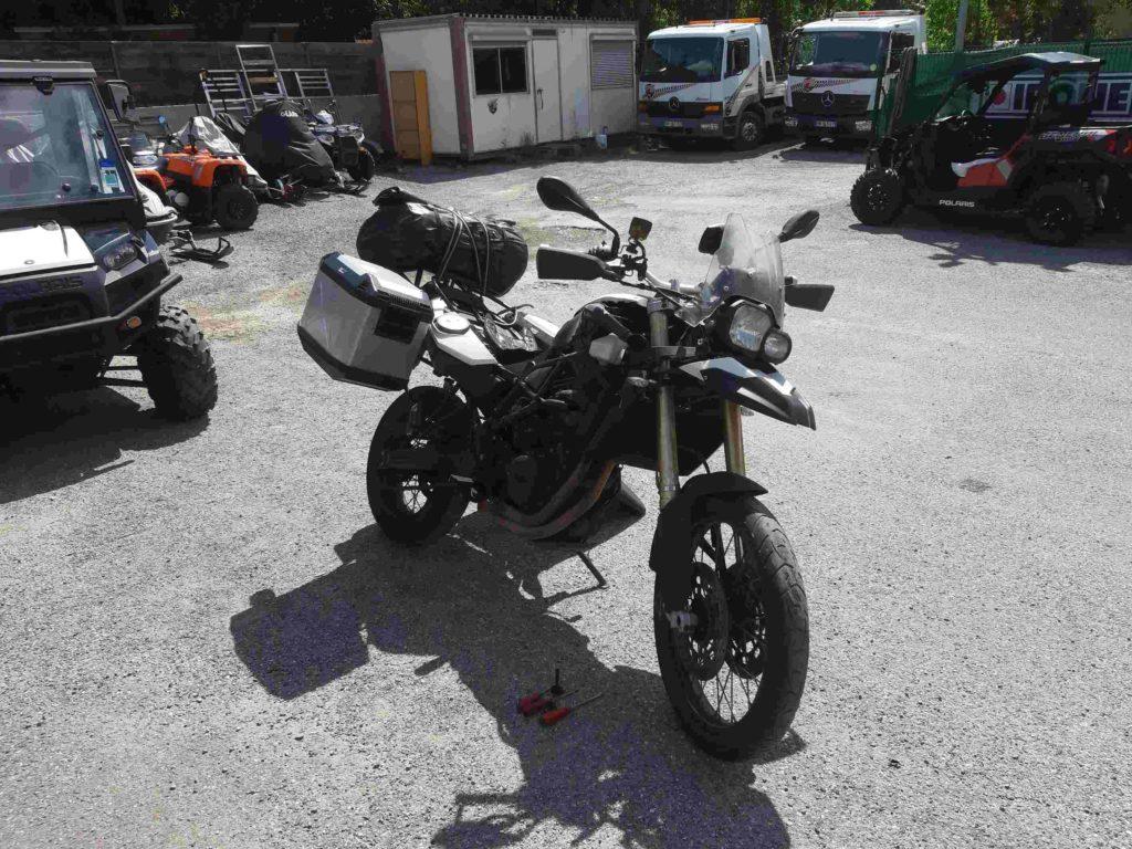 Motorrad, teilzerlegt