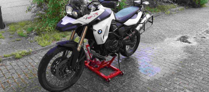 aufgebockte BMW F800GS